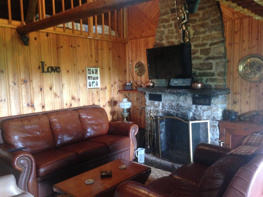 Living Room, Cozy Cabin With Panoramic Lake Views, Quiet Area, Perfect For Family Get Aways!