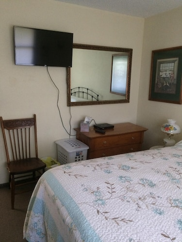Room, Cozy Stay at Economical Prices!