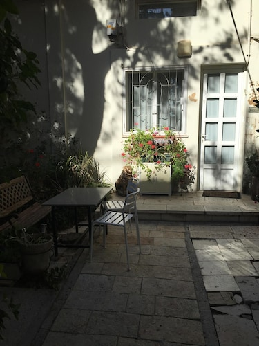 Property Grounds, Roni Suite - Charming 1BR Suite in a Peaceful Garden - Amazing Location
