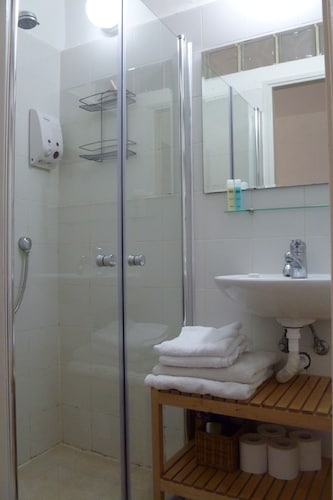 Bathroom, Roni Suite - Charming 1BR Suite in a Peaceful Garden - Amazing Location