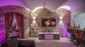 100-Zoll-Flachbildfernseher mit Kabelempfang, Fernseher, Netflix