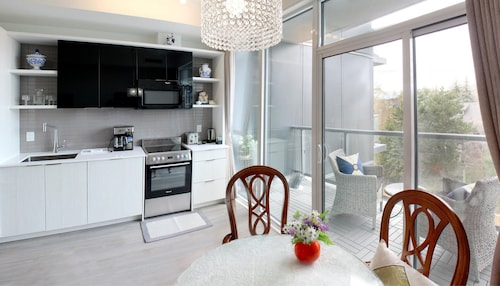 1bdr/2bd/1ba Luxury Boutique Condo in Forest Hill