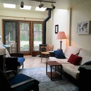 Ravennatwoapartment: Big, Bright two Bedroom, Bath, Kitchen, Parking, Laundry ++