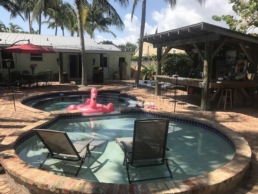 1b Lake Worth Beach Bungalow W Pool