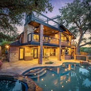 Hummingbird Hideaway- Canyon Lake Waterfront With Heated Pool and hot Tub!