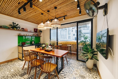 The Autumn Homestay-green Room- Cozy, Central in Ha Noi, 50m to the West Lake