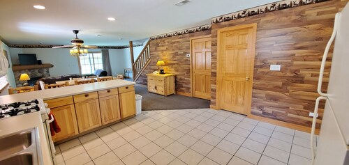 Spacious AND Cozy Villa Located ON Resort Walking Distance From Starved Rock