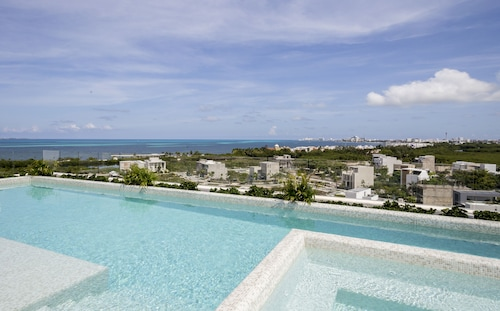 4BR Sleep8 Modern & Cosy Deluxe Condo in Cancun