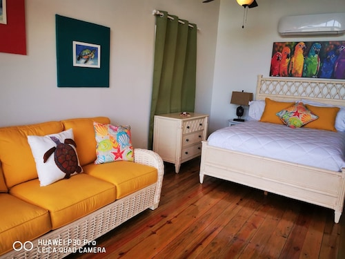 Tortuga Bungalow Offers Pristine Views With a Convenient Location