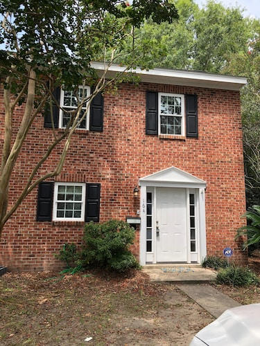 Charming 3/2.5 Townhome With Free Wifi, Free Parking in Mt. Pleasant
