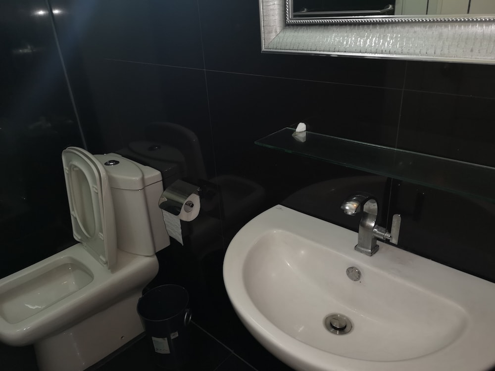 Bathroom, Large Luxurious 1 bedroom in kandi towers 1&2  in  Angeles city  Philippines