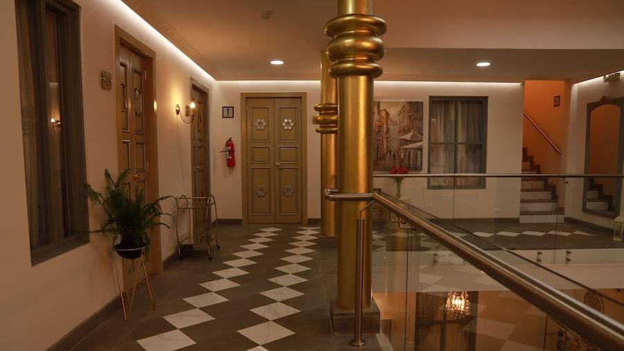 Adamas House Hotel