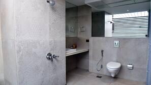 Chuveiro/banheira combinados, produtos de toalete grátis