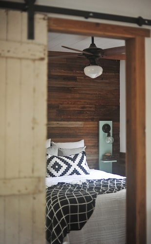 Room, The Harmony Oaks Homestead - Florida Tiny House Cottage