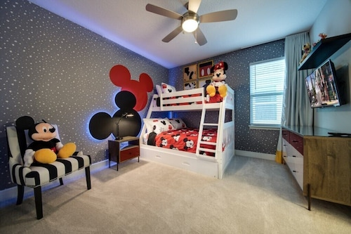 Brand NEW AUG 2019,free Shuttle to Disney/private Pool and Spa/themed Bedroom