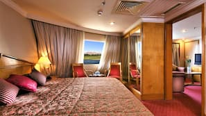 Minibar, in-room safe, bed sheets