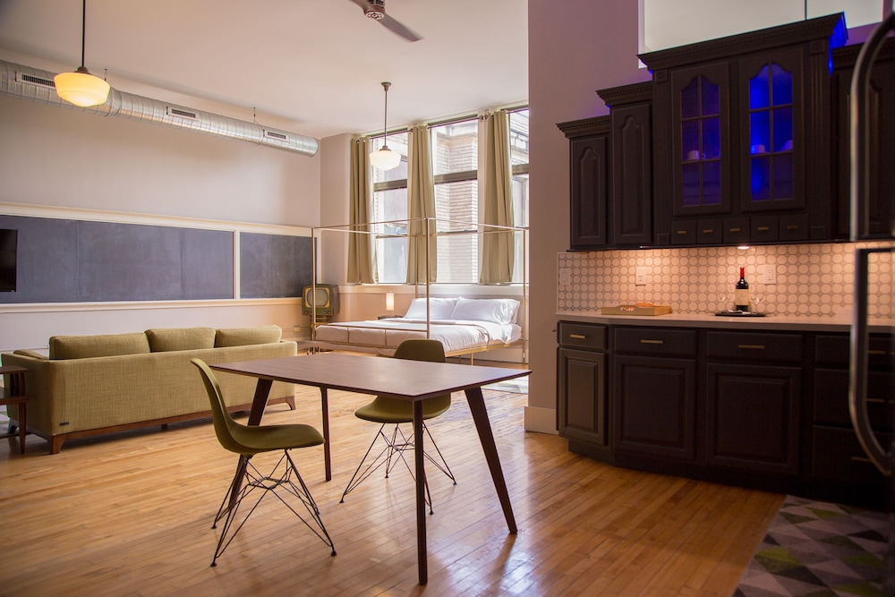 In-Room Dining, School 31 Lofts at Colors Studios