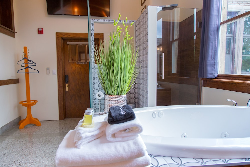 Private Spa Tub, School 31 Lofts at Colors Studios