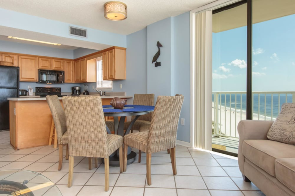 Private Kitchen, Seaside Beach & Racquet Club #3806 by Vacasa