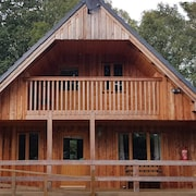 Log Cabin in the Woods, Cosy, Peaceful, Comfortable Next to the River. A Haven!