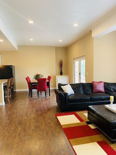 Spacious 2 Bedroom Walkout Basement Apartment