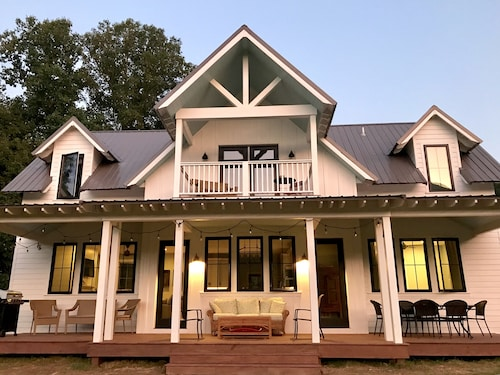 New Modern Farmhouse in Heart of Valle Crucis, NC- Built in 2019