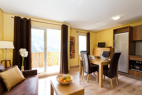 Wifi, 200m From ski Slopes, Fitness, Swimming Pool, Balcony, tv, ski Locker, 35m², Isola 2000