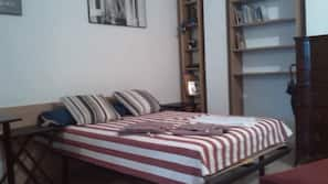 Skrivebord, strykejern/-brett, wi-fi (inkludert) og sengetøy