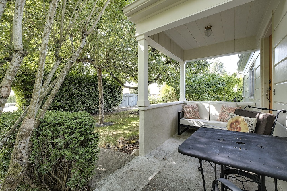 Terrace/Patio, Remodeled Cottage With Large Yard Near Nike, Intel, South Hillsboro