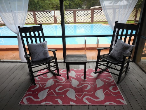 St. Augustine 4 Bed/2 Bath Sleeps 8, Pool. Great for Families and Nature Lovers