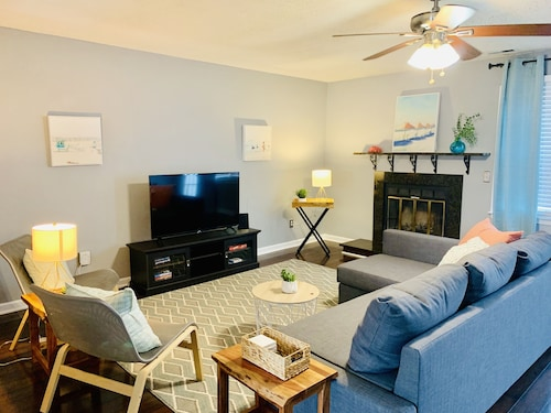 2br/2ba Beach-chic Townhome, Short Drive to Beach!