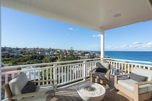 Bronte Pacific Views by Onefinestay