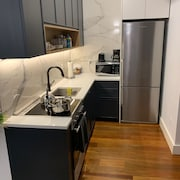 Chic, 2 Bedroom Apartment 7 Minutes From Manhattan