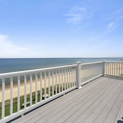 Luxury Beach Front On The Bay 3 Bedroom Home