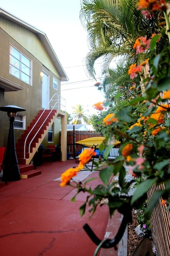 Spacious and Cozy Suite for Vacation Rentals Close to Beaches and Cityplace