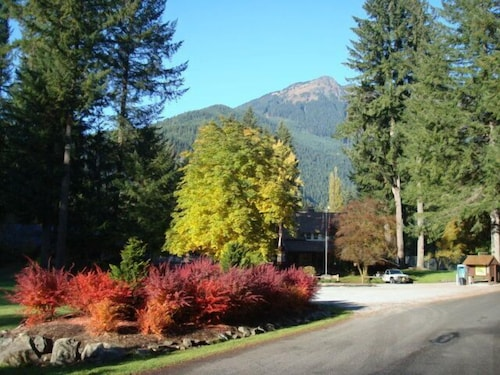 Exterior, Mt. Baker Lodging  Cabin 4 –Pet Friendly, Sleeps 5! by MBL