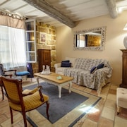 The Logis du Castel, 3 Bedroom House in the Historic Center Saved