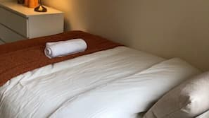 Premium bedding, Tempur-Pedic beds, iron/ironing board, free WiFi