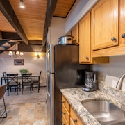 Ski-in/walk-out Condo, Outdoor hot Tub, Free Wifi, Covered Parking. Kitchen