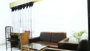Egyptian cotton sheets, premium bedding, minibar, soundproofing