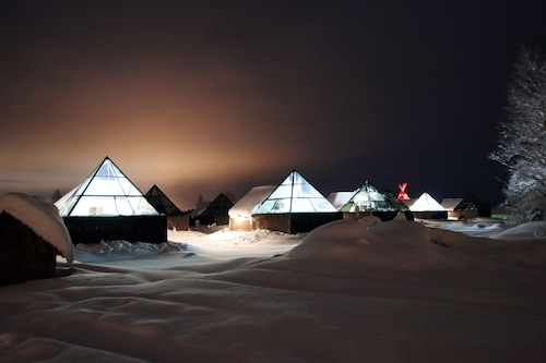 Aurora Pyramid Glass Igloos