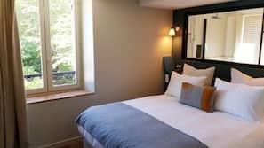 Schallisolierte Zimmer, kostenloses WLAN, Bettwäsche