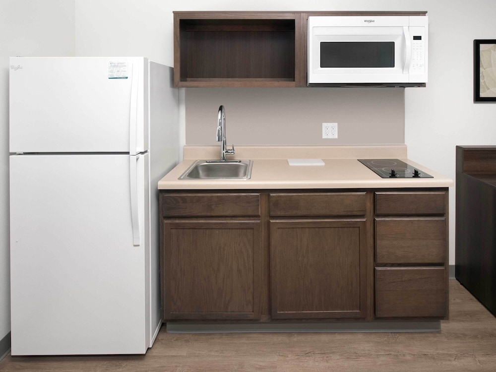 Private Kitchenette, Woodspring Suites Redlands San Bernardino