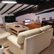 Attic With Sloping Ceilings 15