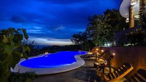 Una piscina al aire libre (de 8:00 a 22:30), sombrillas, tumbonas
