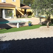 Apartment With one Bedroom in Vidauban, With Wonderful Mountain View, Private Pool, Enclosed Garden - 34 km From the Beach