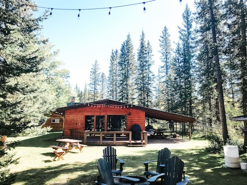 Riverside Bragg Creek Cabin in the Heart of Town
