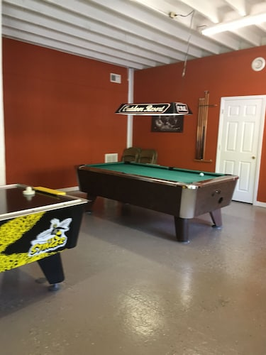 Game Room, Glamping With Resort Like Amenities. Pool. 10 Miles to Downtown Gatlinburg