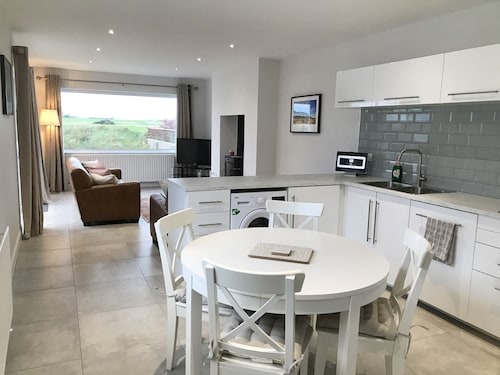 Newly Refurbished Cottage With Scenic Views of the Beach and Golf Course