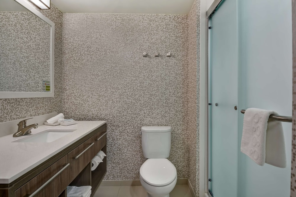 Bathroom, Home2 Suites Sarasota I-75 Bee Ridge, FL